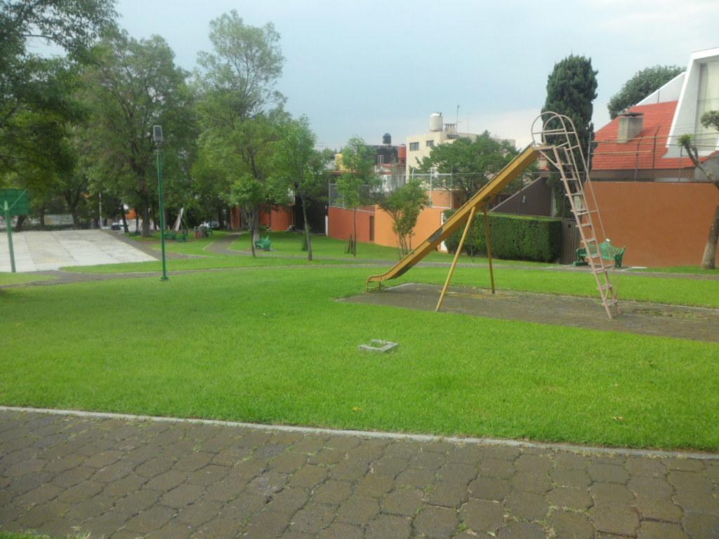 4 de 33: Parque Principal visto desde entrada de la casa