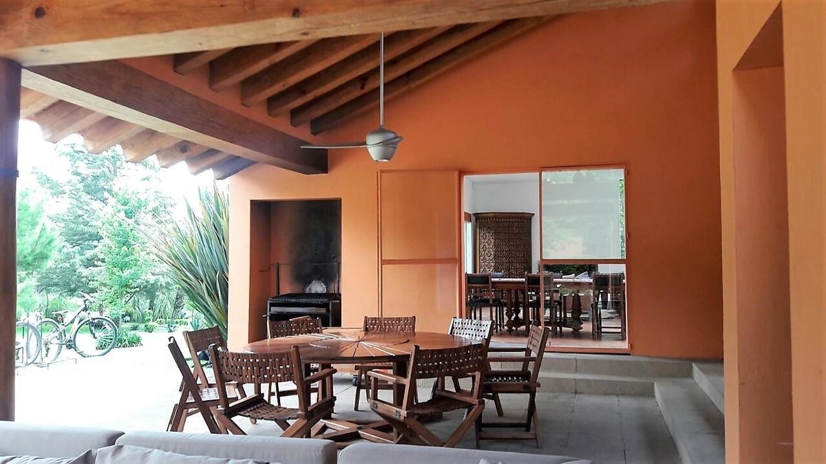 5 de 27: Terraza que se integra a la casa: cuenta con asado.