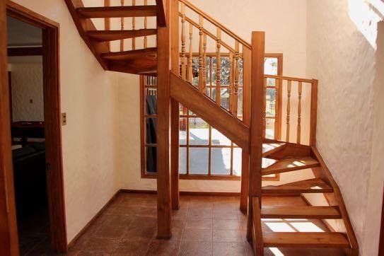 6 de 18: Escalera a segundo piso