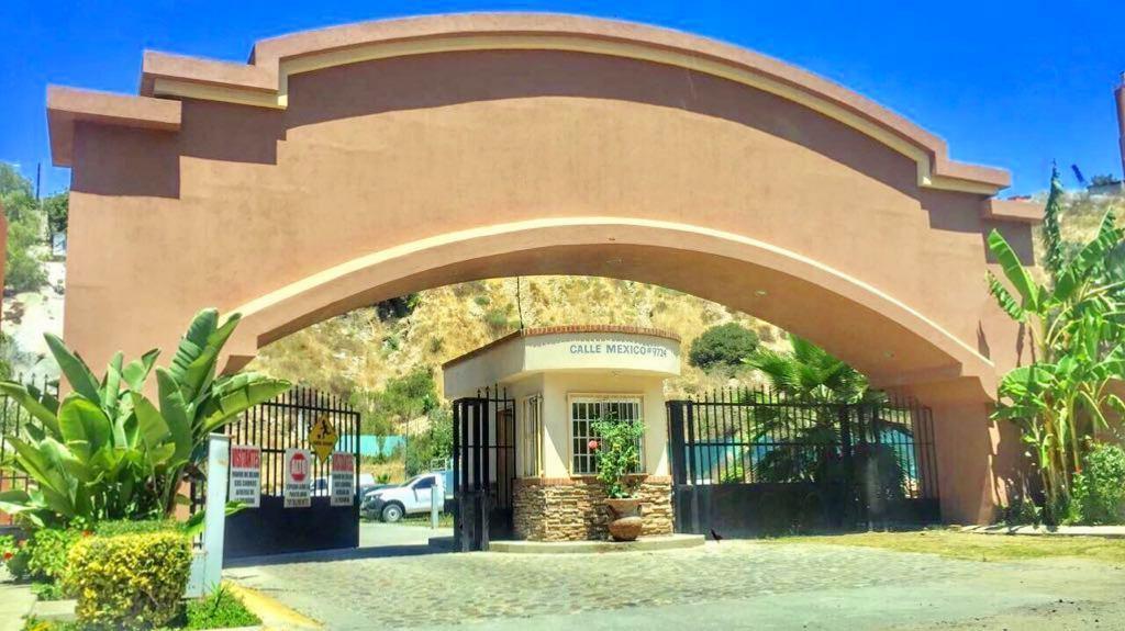 3 de 35: Entrada principal a Villa Campestre
