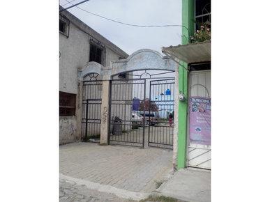 3 de 5: Acceso a coto de 11 casas a un lado de locales
