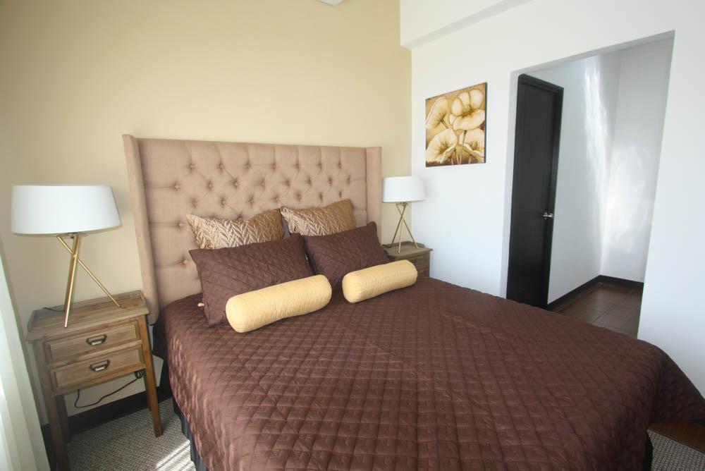 8 de 14: Habitación Principal con Baño y Walk In Closet
