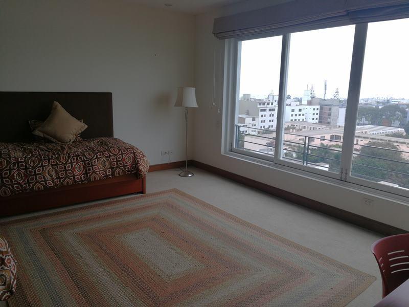 29 de 49: Dormitorio secundario con baño incorporado