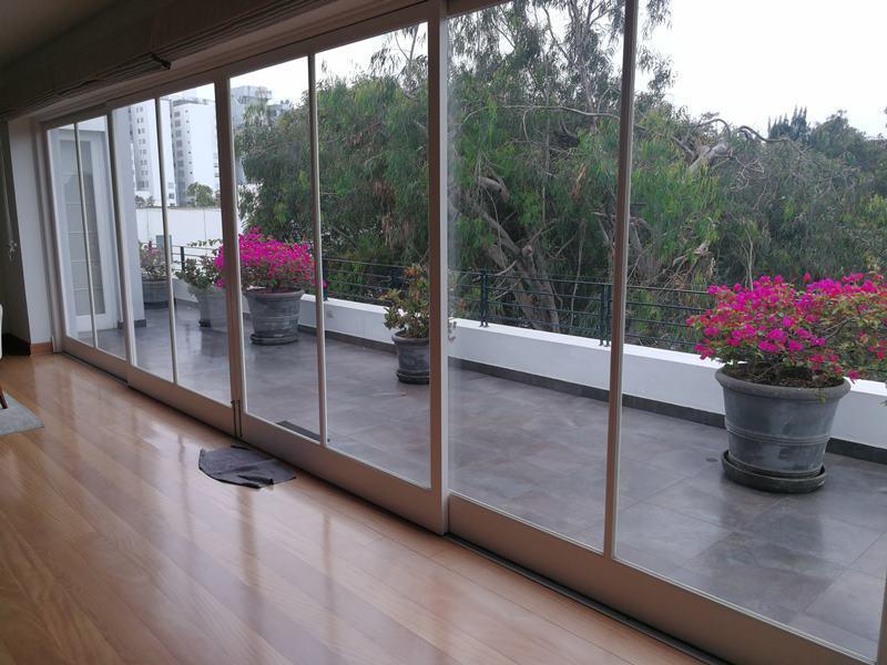 14 de 49: Terraza en el primer piso del departamento (área social)
