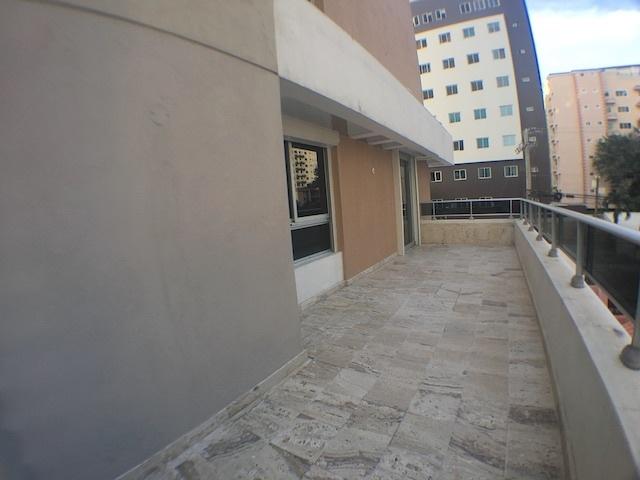 14 de 17: Otró ángulo de la terraza. Conecta con estudio