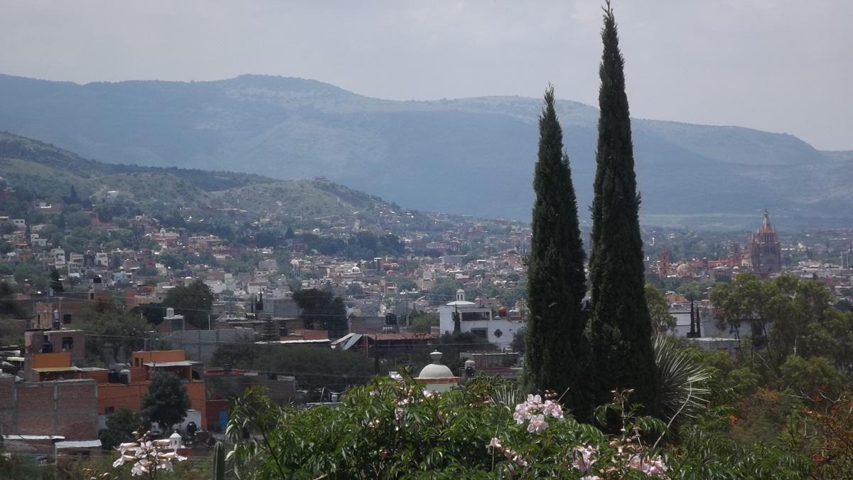 2 of 17: Hermosa Vista desde la Casa