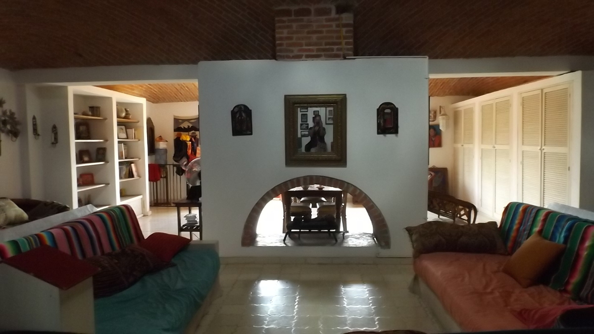 1 of 17: Sala y Chimenea