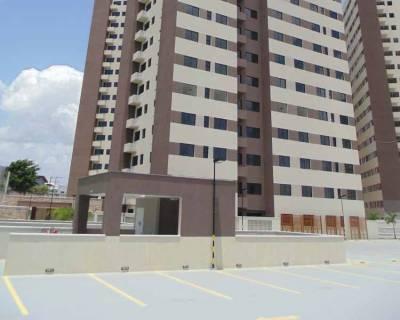 2 of 9: Vista da garagem para fachada prédio