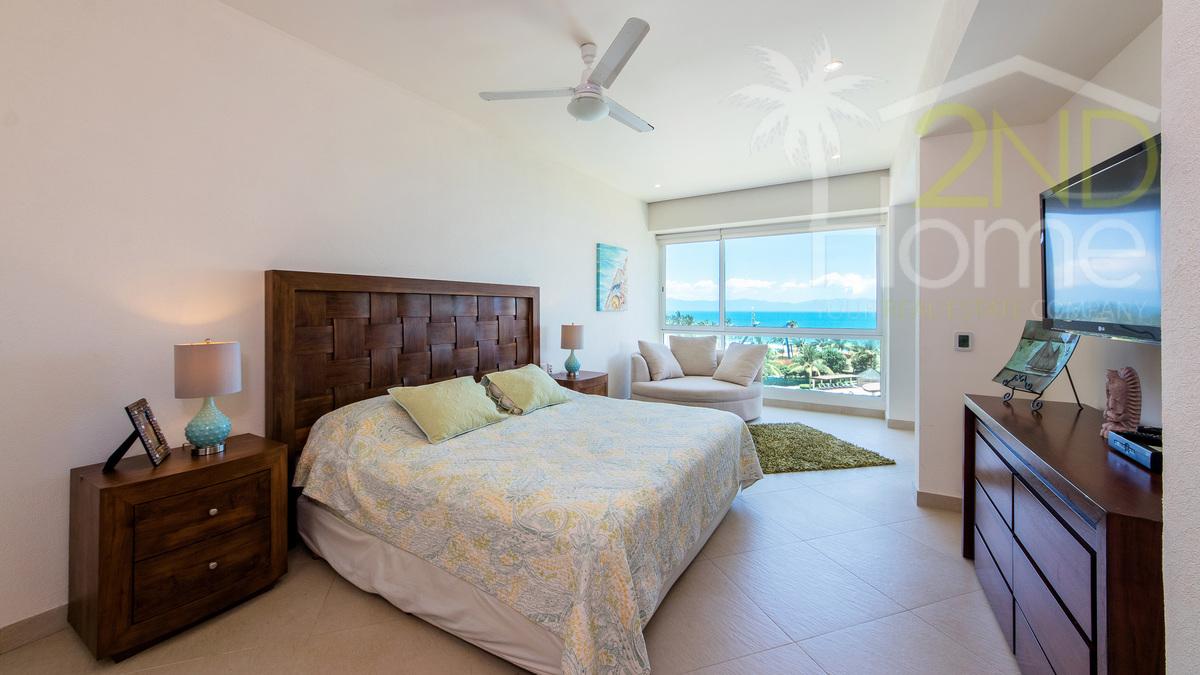 8 de 31: Delcanto 501-A master bedroom