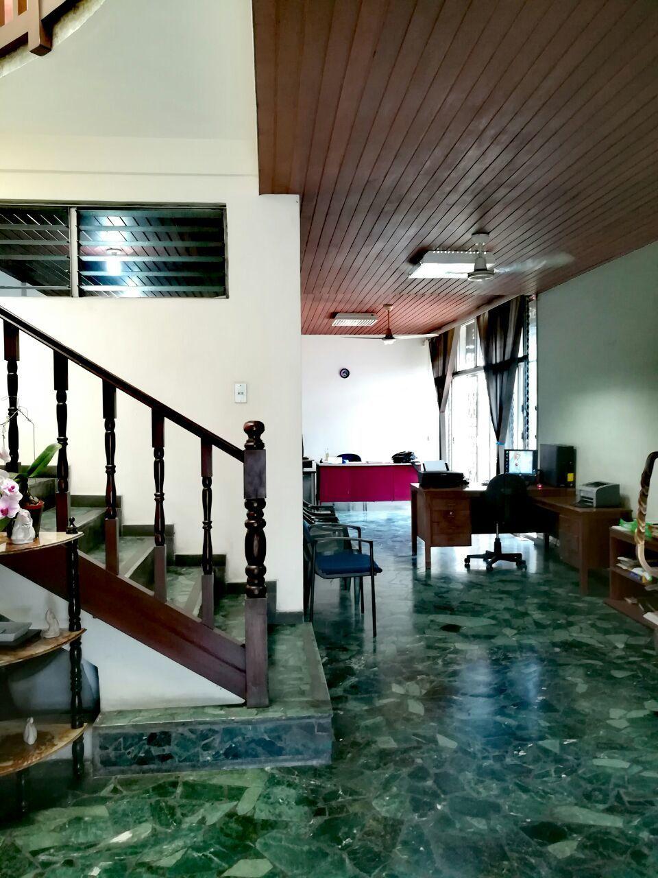 Vivienda disponible con excelente ubicaci n en la floresta for Ubicacion de las oficinas