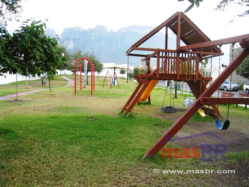 2 de 23: Juegos infantiles en parque