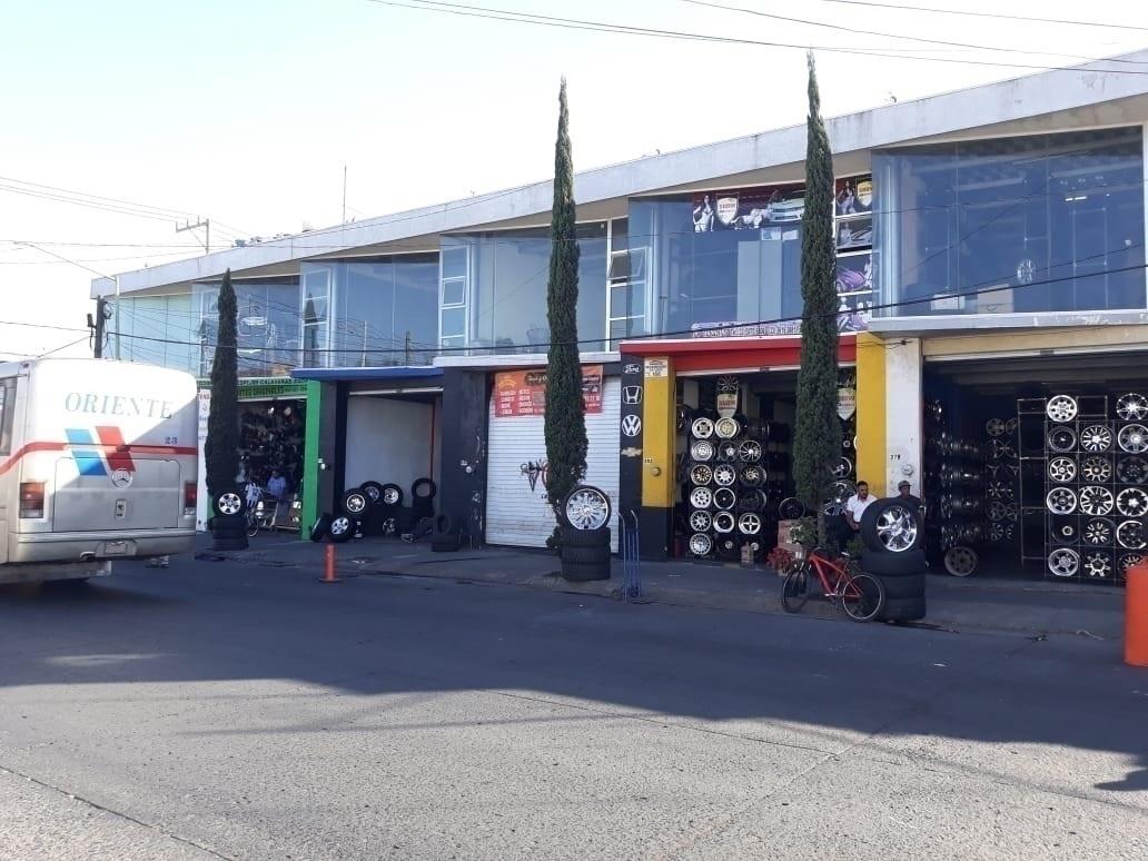1 de 9: frente de los locales sobre calle Angeles, Guadalajara
