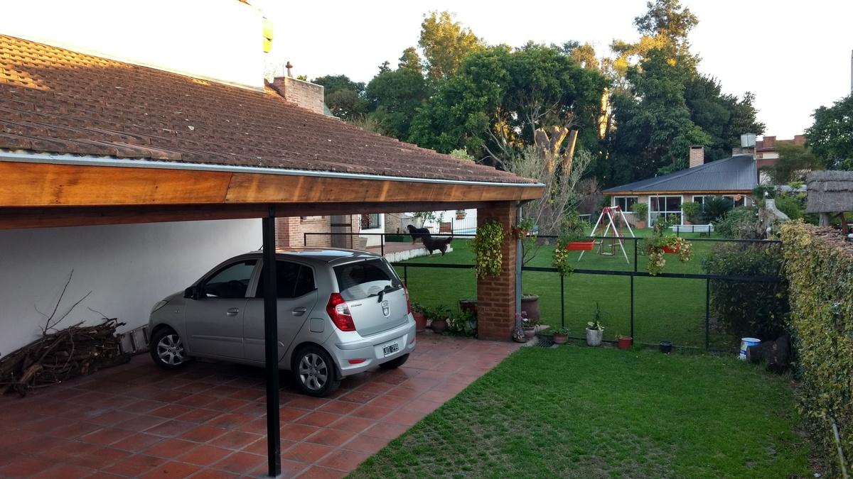 18 de 35: Estacionamiento techado para 3 autos