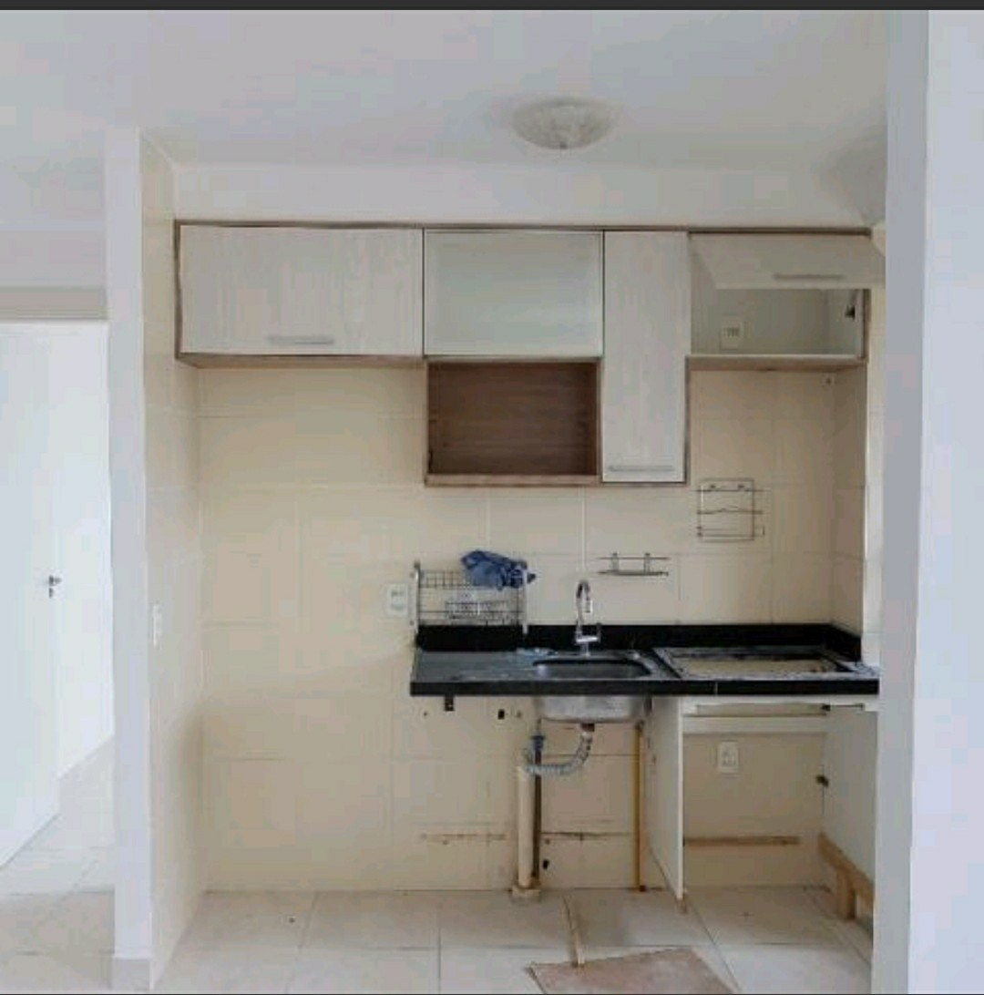 14 de 15: Cozinha com armários
