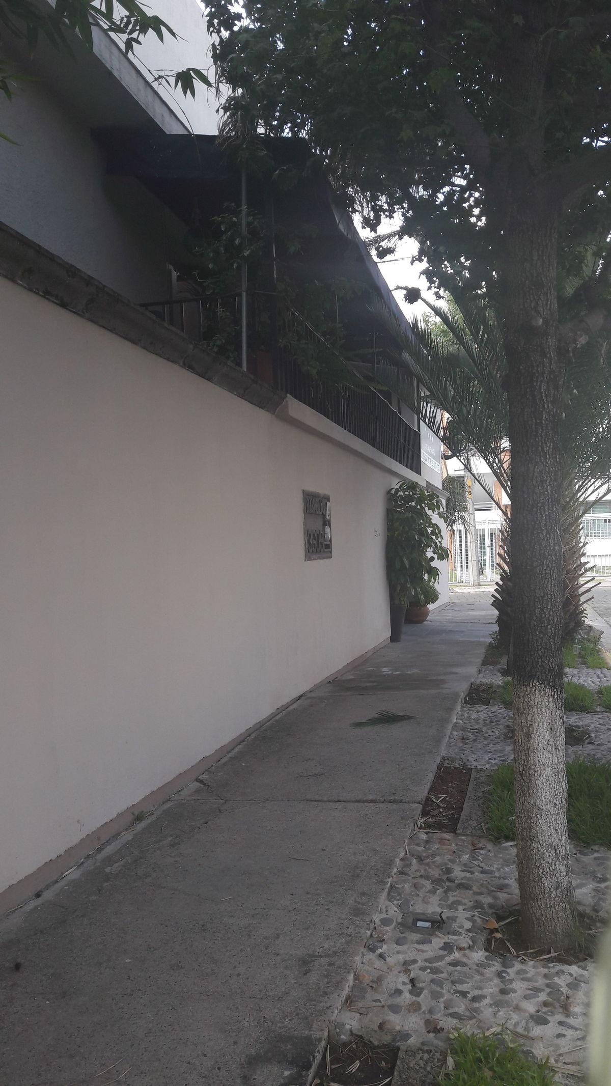 15 de 17: frente sobre calle
