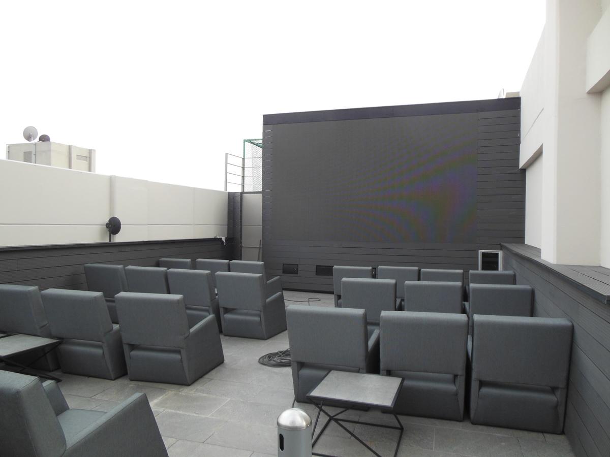 24 de 28: Cine al aire libre