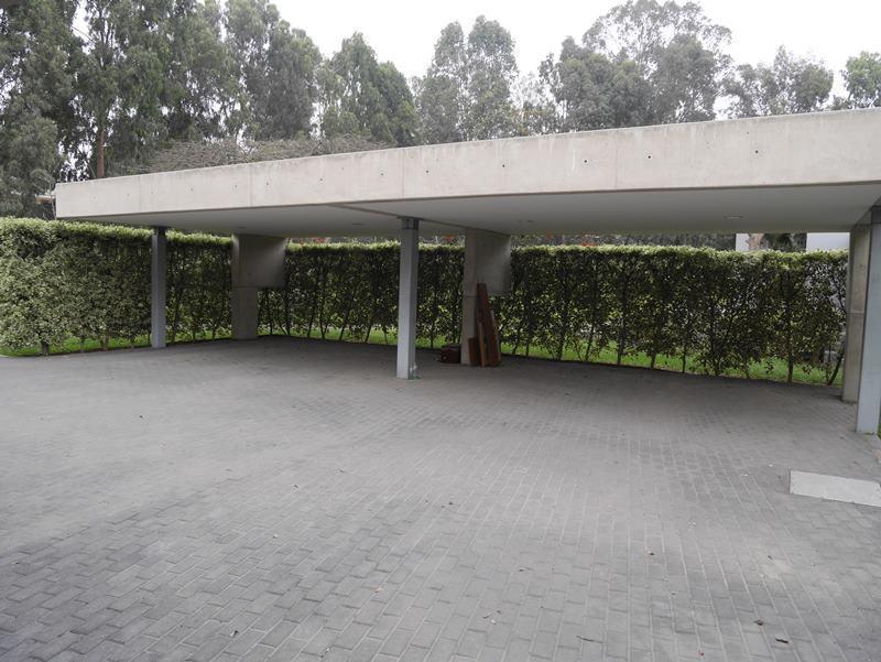 24 de 41: Estacionamiento techado para 8 autos