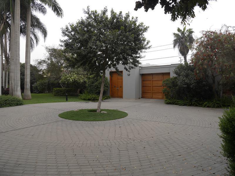 9 de 41: Puerta de acceso a la casa principal