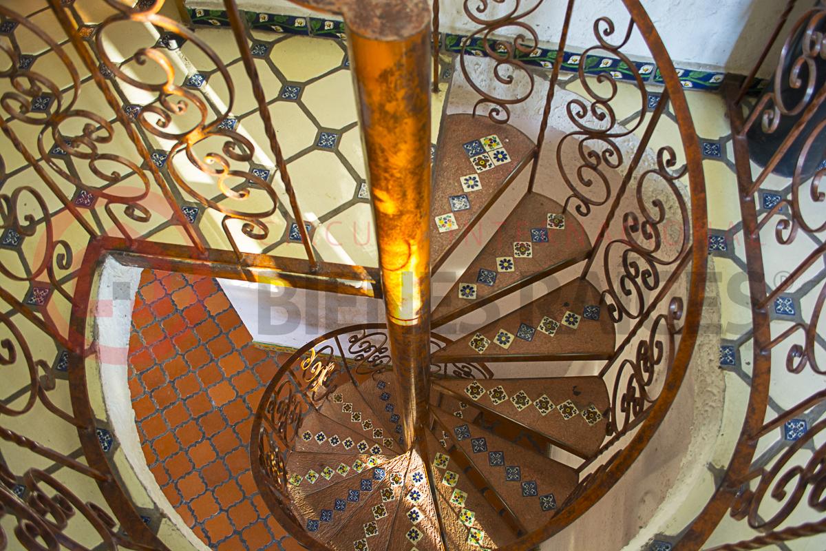 13 de 17: Escalera principal