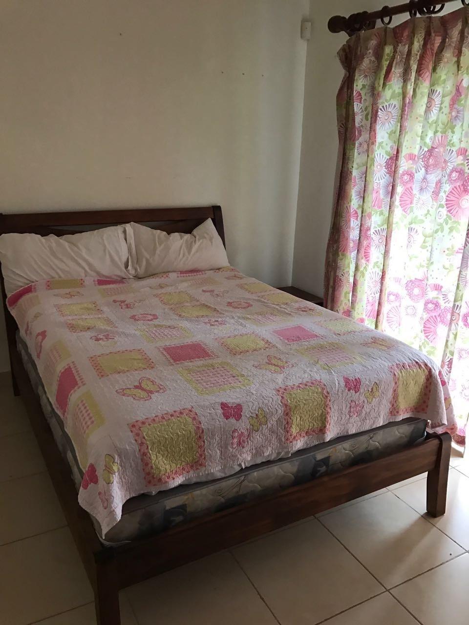 11 of 14: Junior Bed room Queen bed Full bath