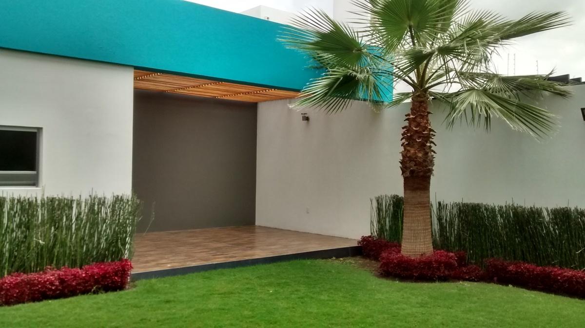 6 de 32: jardin y cuarto de visitas independiente
