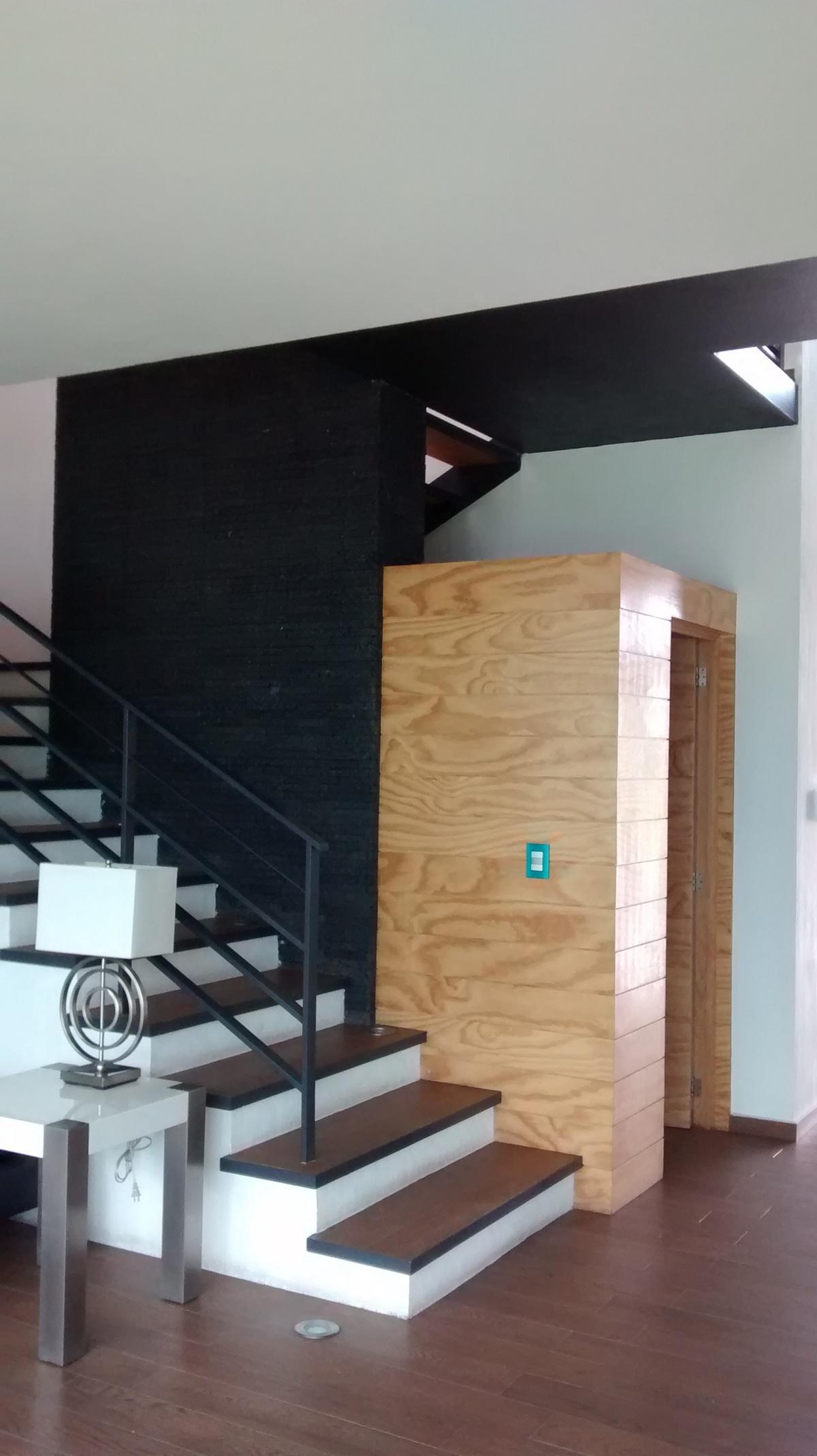 16 de 32: escaleras a primer piso