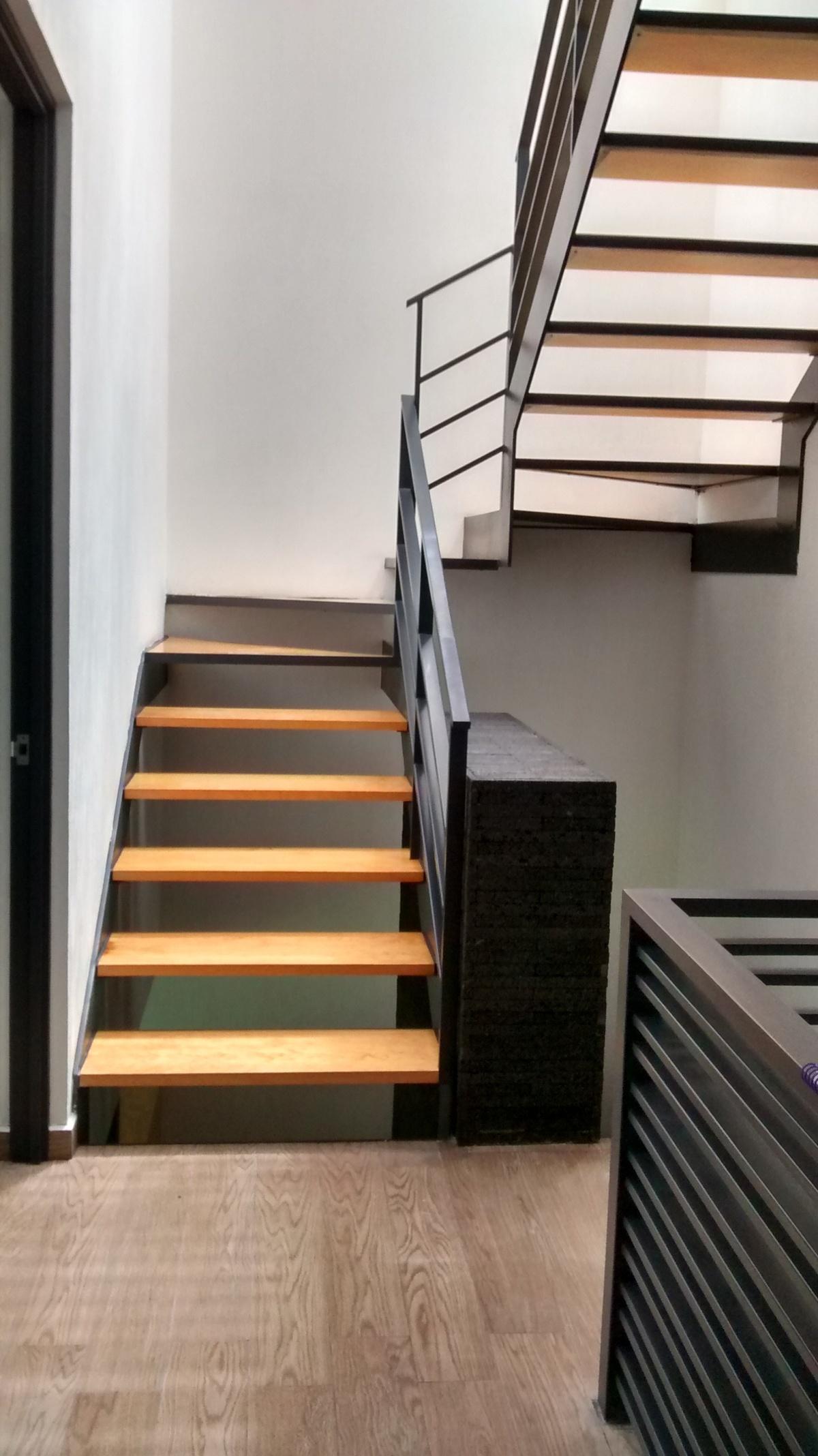 17 de 32: escaleras a roof garden