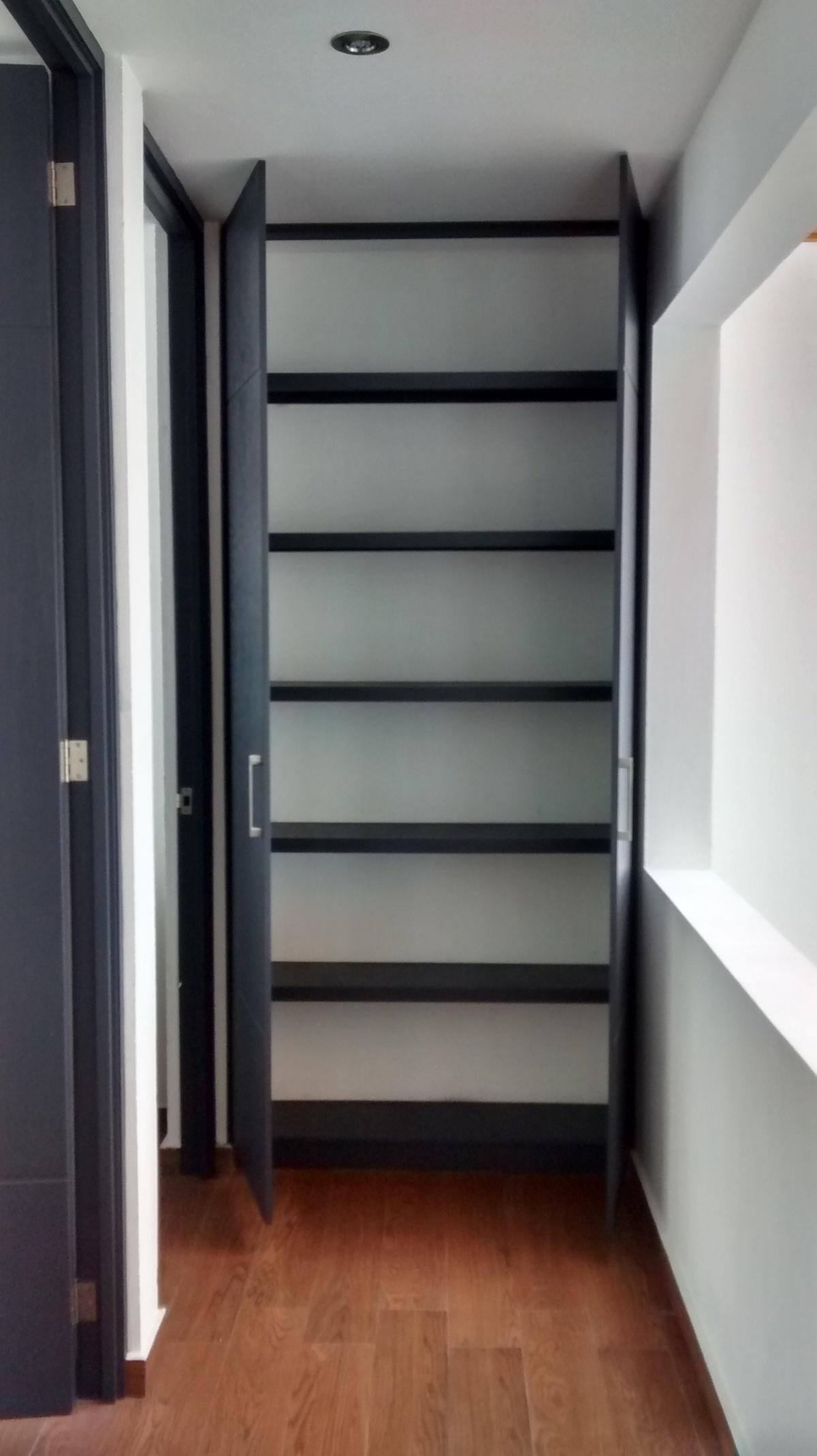 27 de 32: closet de blancos