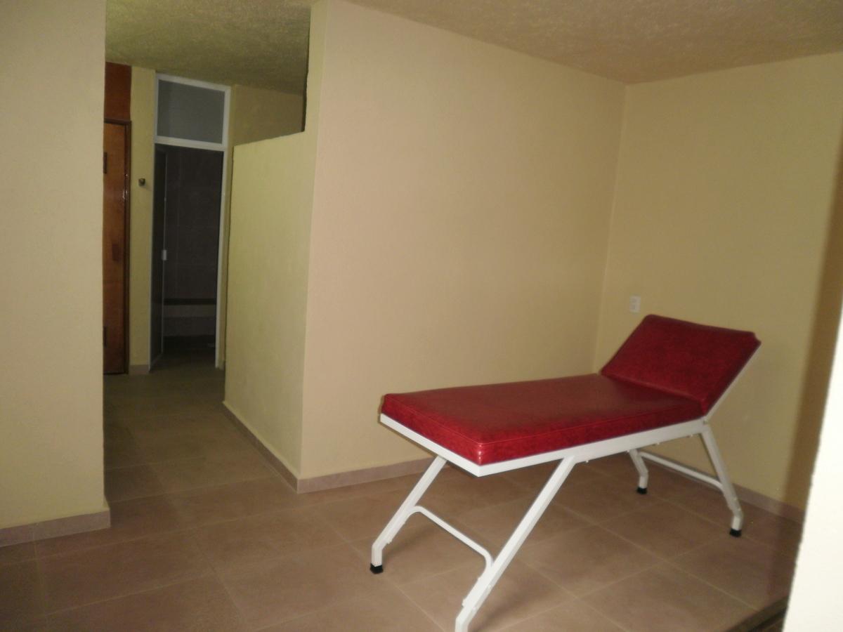 9 de 26: Baños y vestidores con cama de masaje, regaderas y sauna