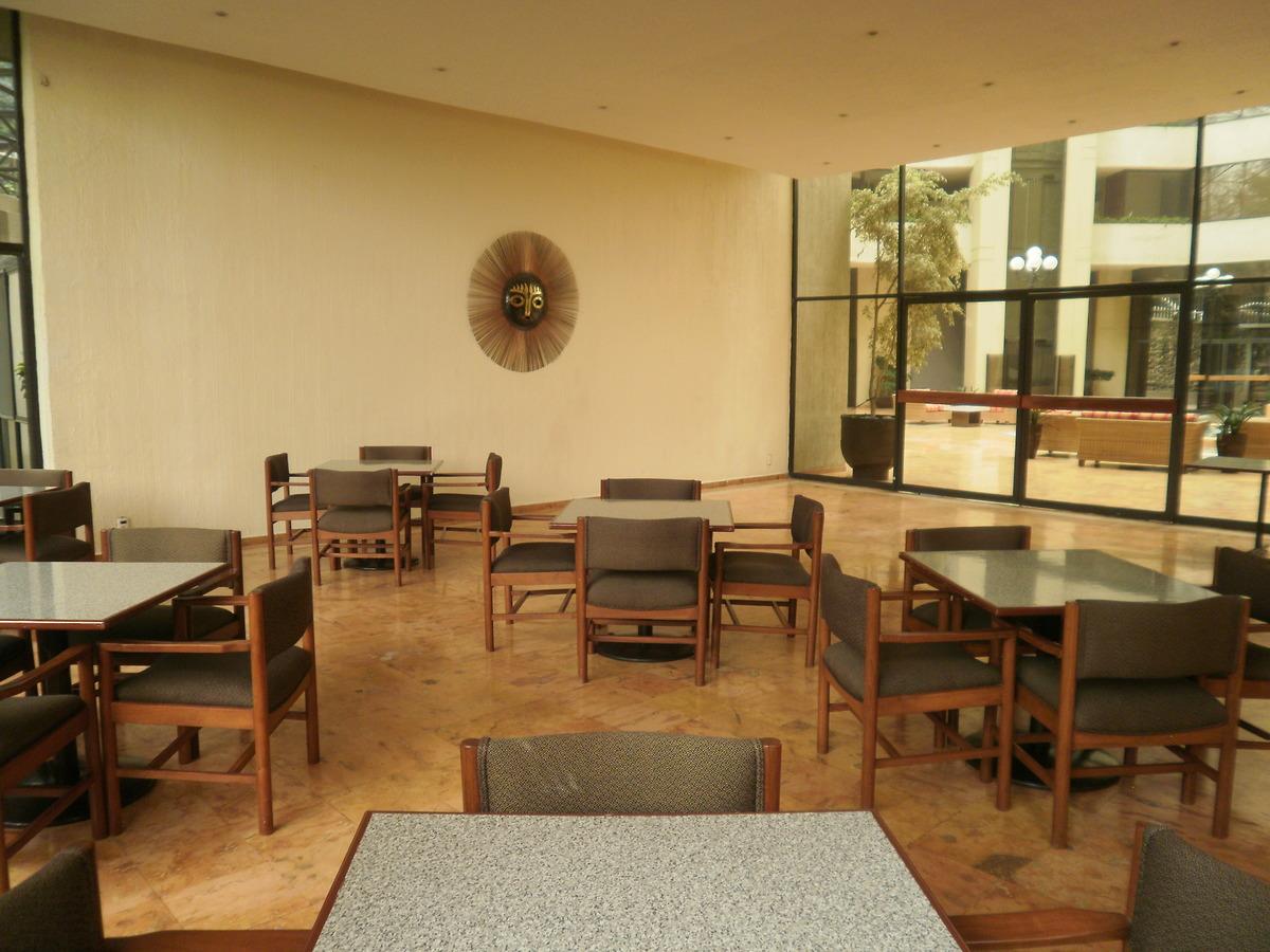 8 de 26: Cafetería, además salón de eventos para más de 100 personas