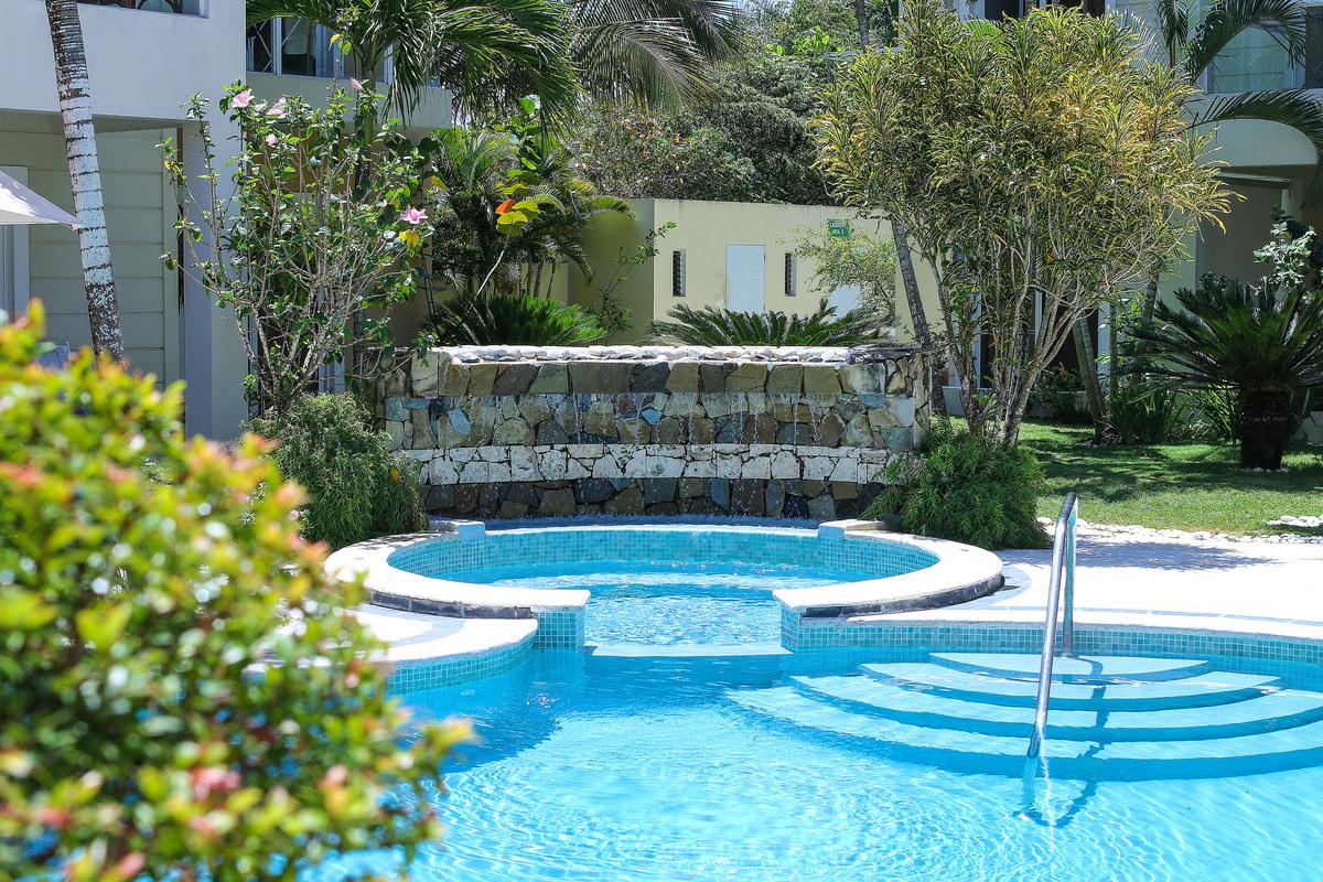 4 de 5: Área Exterior, piscina.  jacuzzi