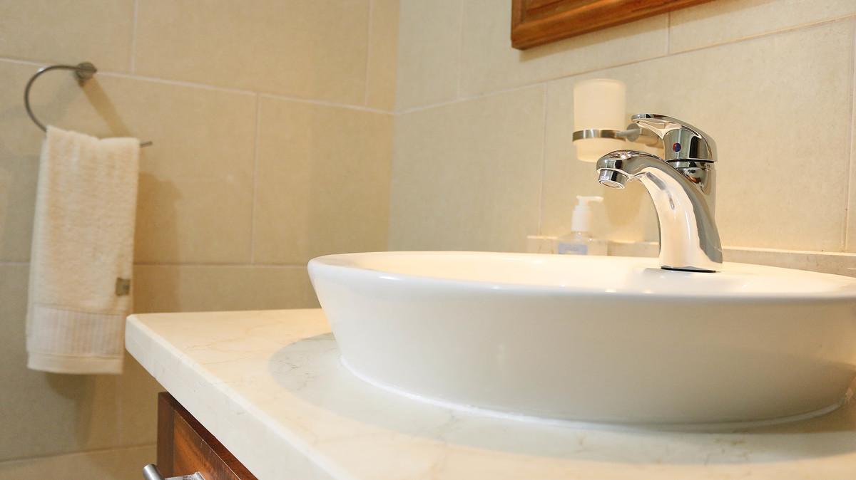 7 de 12: Baño, hecho en un estilo moderno