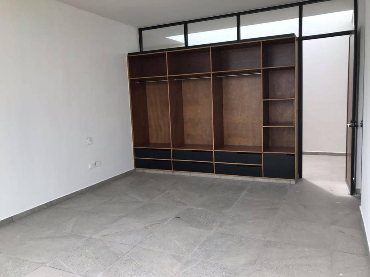 15 de 24: Todas las recamaras con closeth de madera