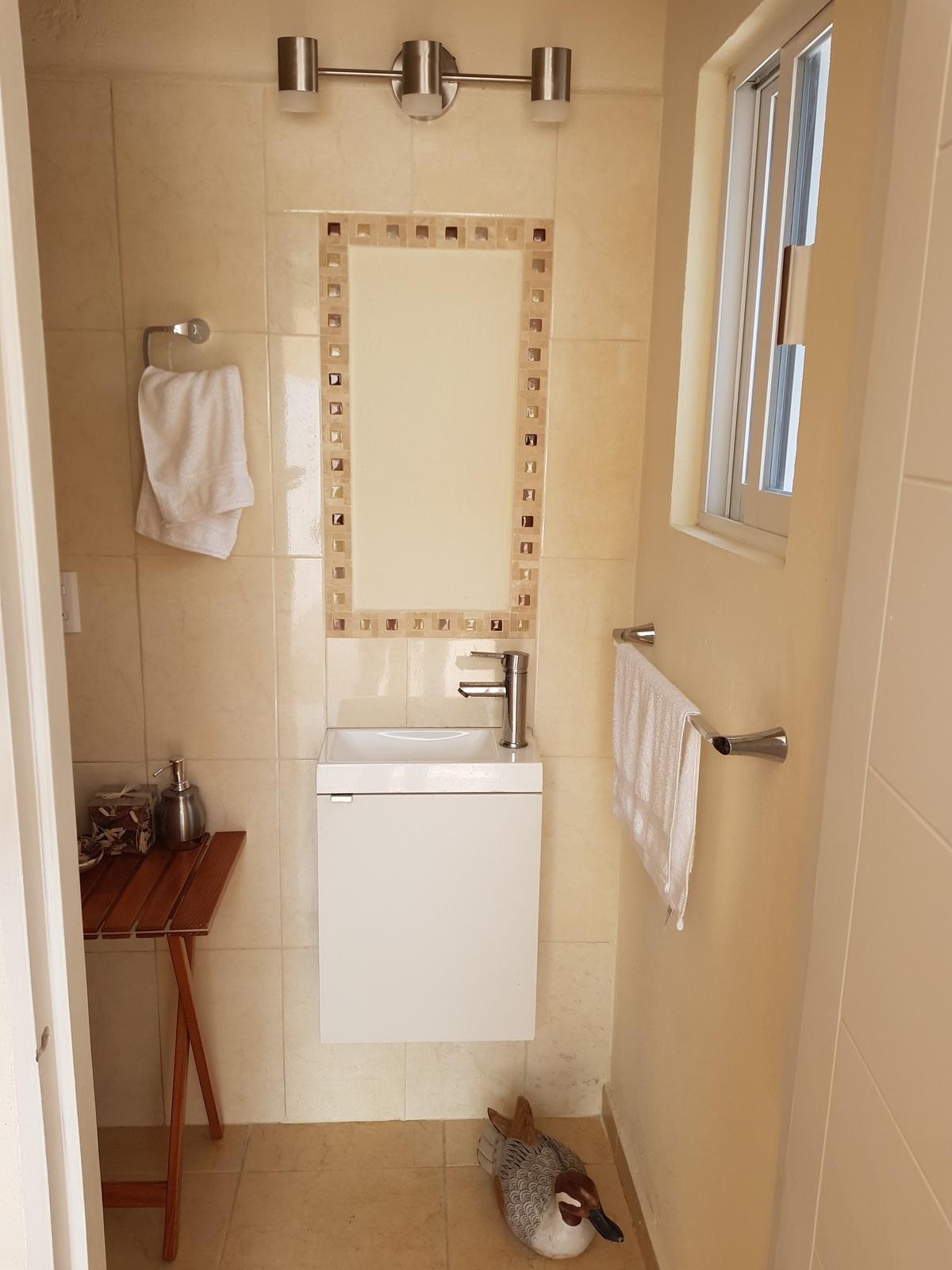 5 de 32: Medio baño, estancia