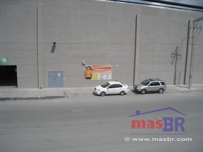 20 de 21: Frente de inmueble (fácil estacionamiento)