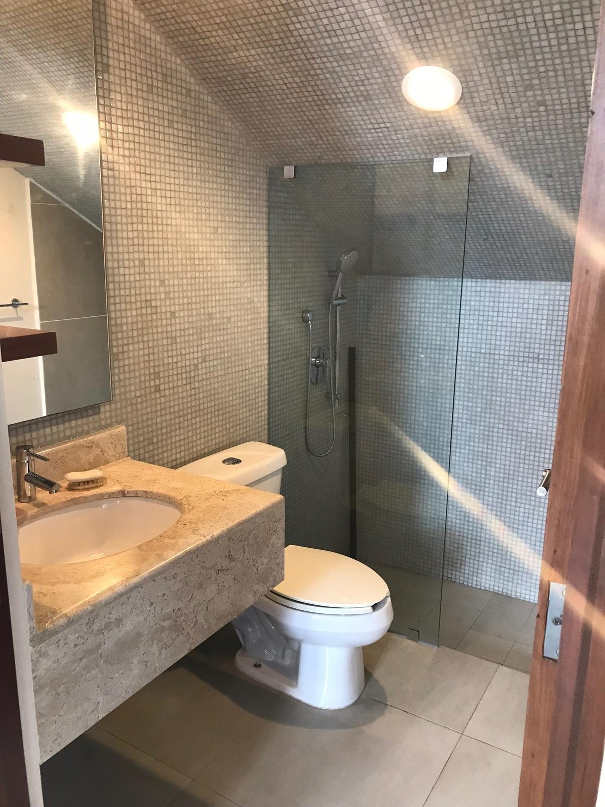 9 of 35: baño completo en planta baja
