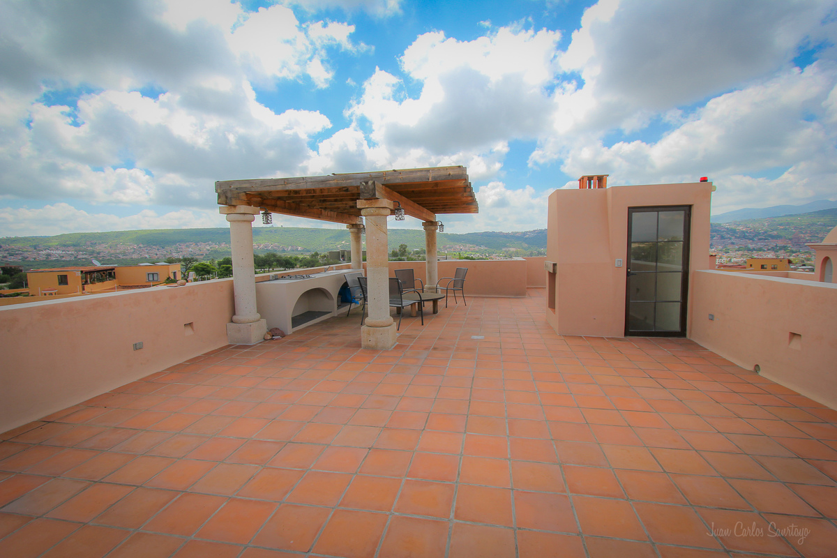 23 of 26: Covered Roof Terrace
