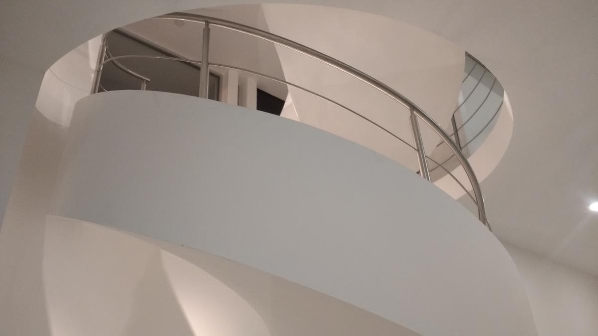 6 de 8: Escalera para los 3 niveles