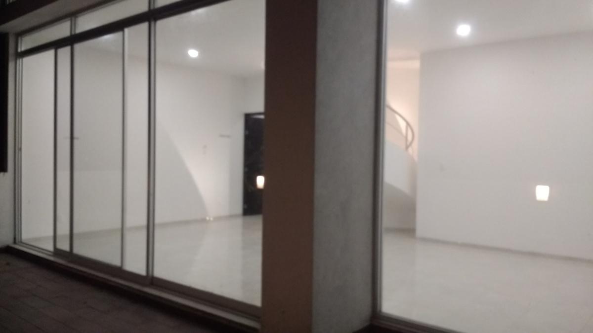 8 de 8: Terraza con ventanales e iluminación LED