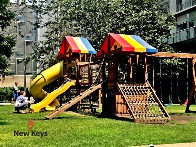 25 de 35: Área de Juegos Infantiles