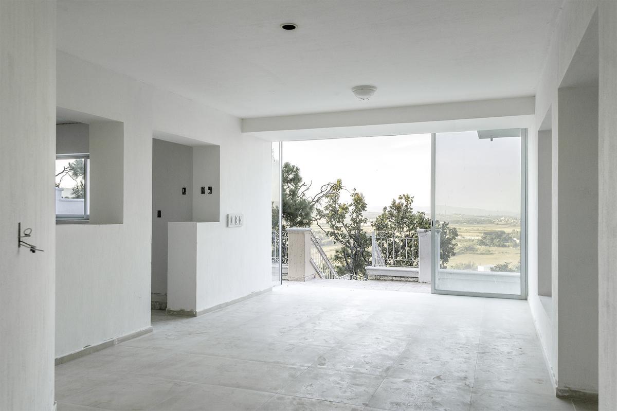5 de 15: Espacio entre la cocina y la sala, con ventanal abatible.