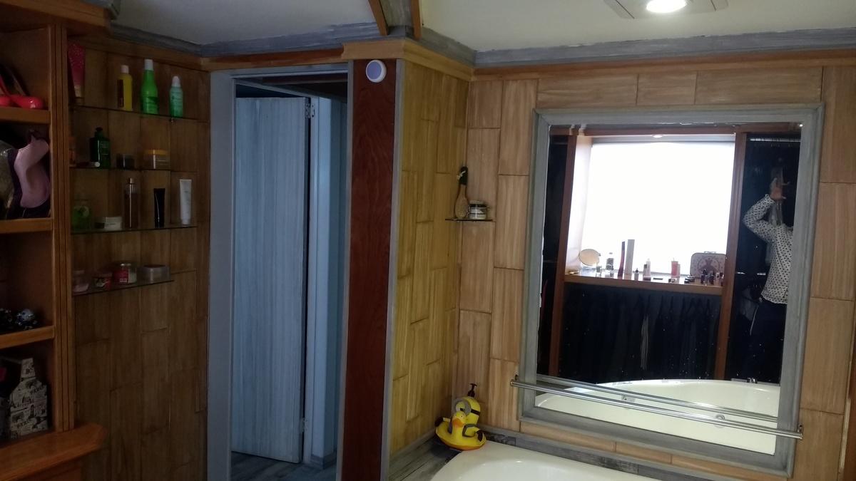 5 de 8: Vestidor de madera, excelentes acabados