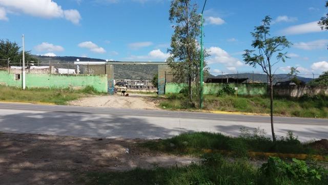 8 de 9: Construcción de casas frente a terreno