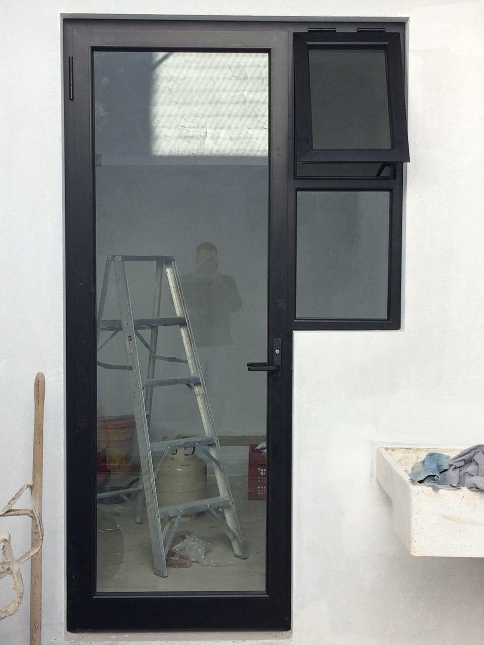 15 de 18: Puerta de acceso a la cocina