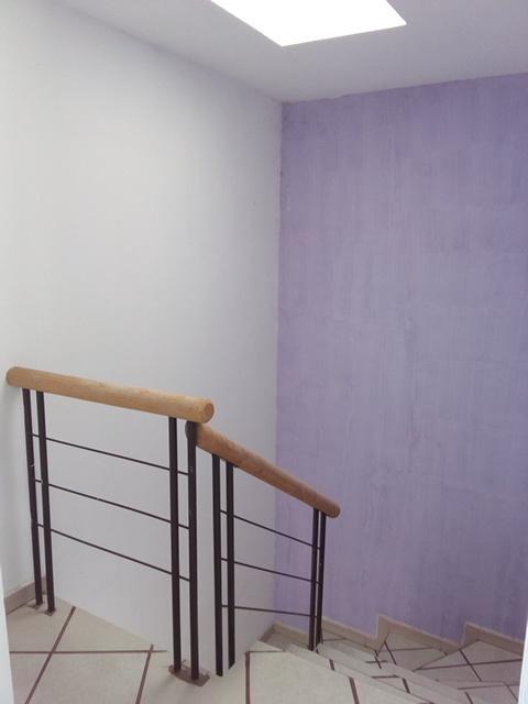 6 de 9: Cubo de escalera, bien iluminado