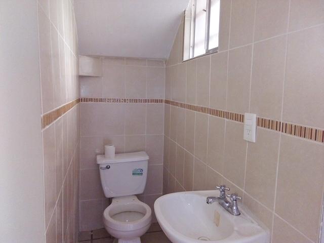 5 de 9: Medio baño en planta baja
