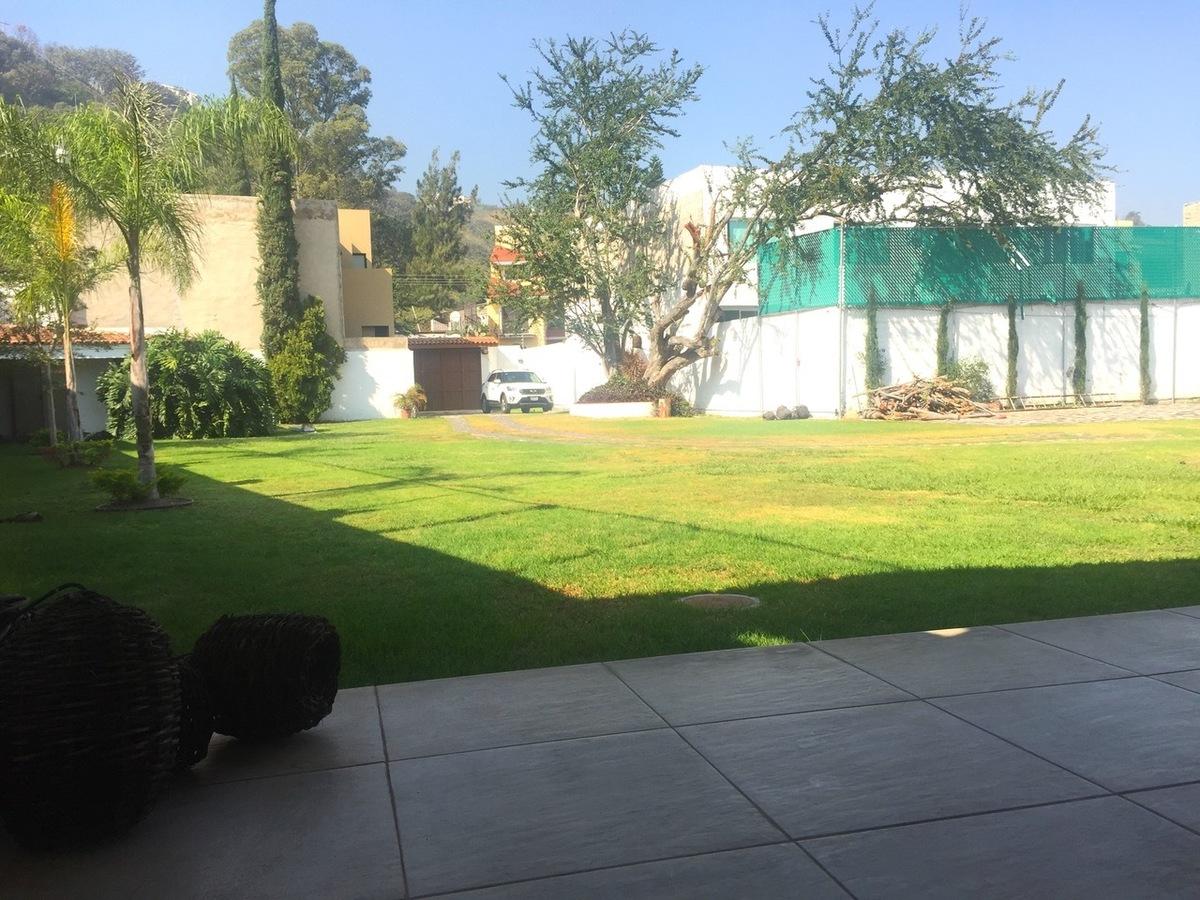 16 de 50: Terraza y Jardín