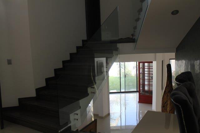 7 de 17: Escalera-Estancia