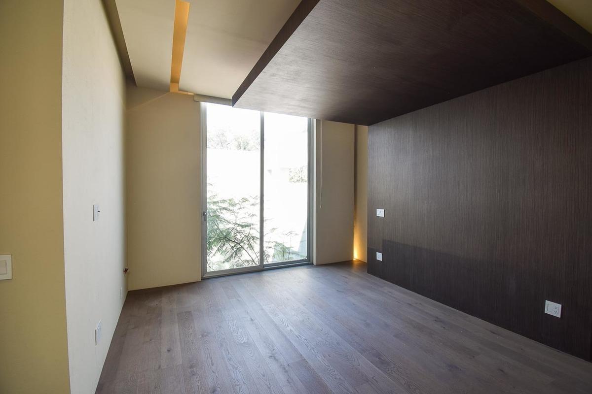 11 de 49: Muros forrados de madera natural