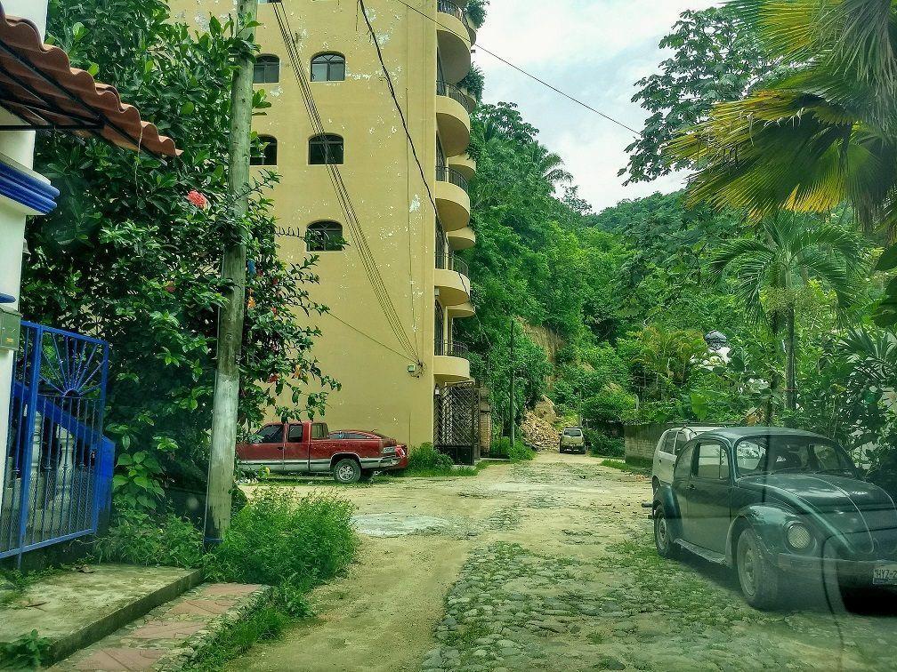 3 de 9: la calle donde se encuentra el terreno